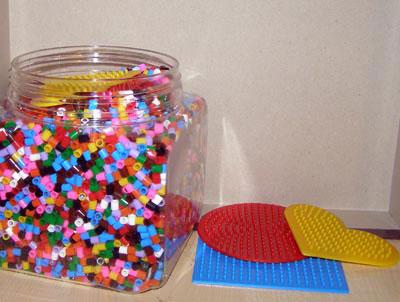 Mozaic din margele de plastic, lipite cu fierul de calcat. Jucarii Pyssla