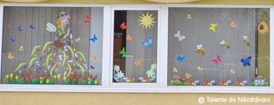 Zana primavara, fereastra decorata
