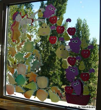 Zana toamna, fereastra decorata