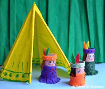 Familie de indieni din dopuri de pluta