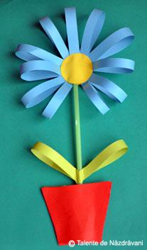 Floare din benzi de hartie