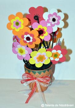Ghiveci cu flori din spuma