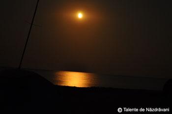 Rasarit de luna la mare