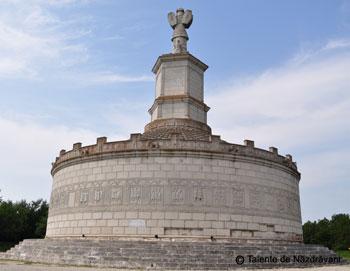 Complexul muzeal de la Adamclisi: monumentul triumfal, muzeul si cetatea Tropaeum Traiani