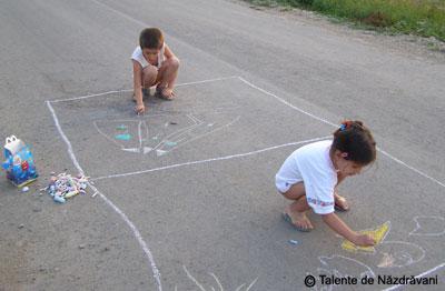 Cum ne-am jucat noi cu creta pe asfalt...