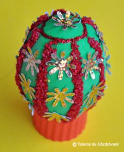 Ou decorat cu nisip colorat