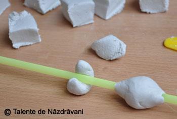 Mărgele modelate din pastă ceramică