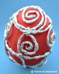 Oua de Paste decorate cu staniol rasucit