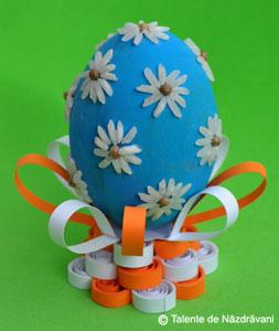 Suport pentru oua de Paste din hartie rasucita