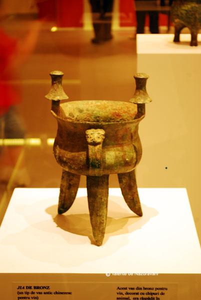 Jia din bronz. Vas antic pentru vin Perioada tarzie a dinastiei Shang. Sec XIII-1046 i.Ch.