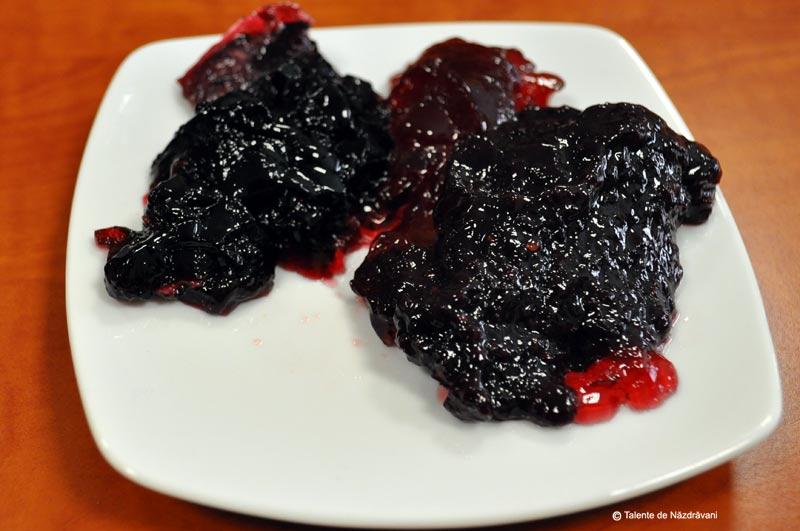 Dulceata de coacaz negru, merisor, fructe de padure