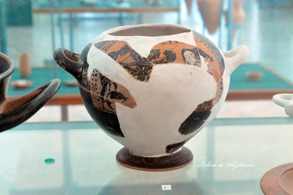 """Histria. Muzeu. Cetate. Ceramica greaca arhaica. """"Hydria"""" cu figuri negre,"""
