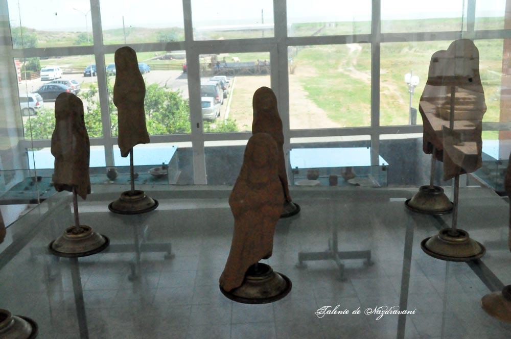 Histria. Muzeu. Cetate. Statuete de teracota dintr-un atelier local. Sec. II d.Ch.