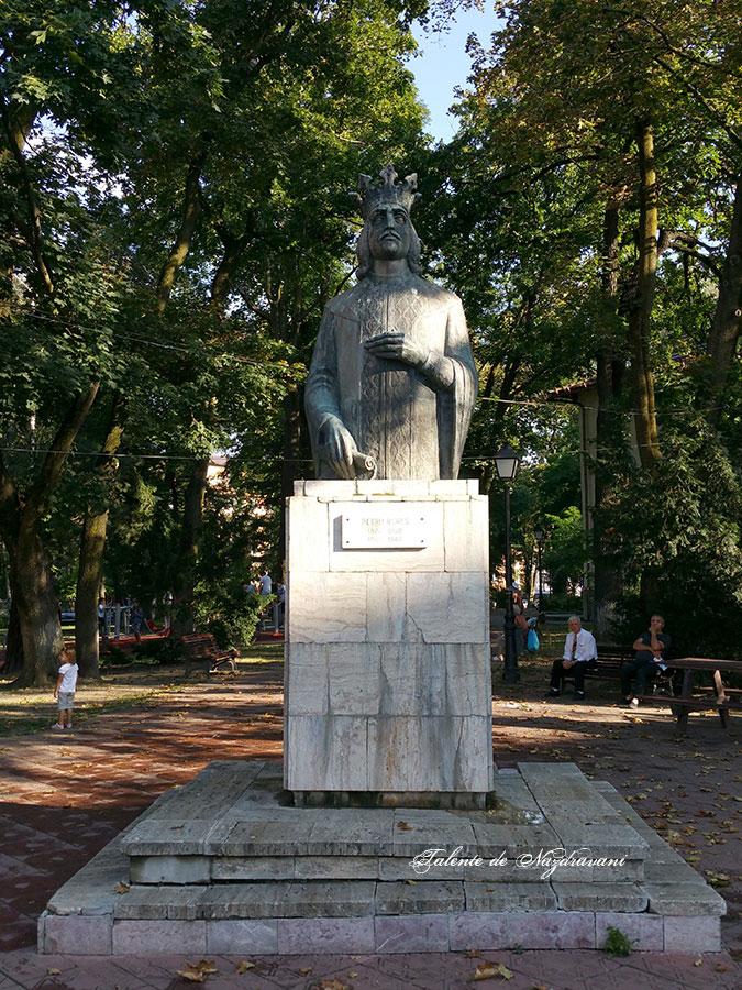Petru Rareș - statuia de la Suceava