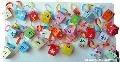 Calendar de advent - ghirlanda cu cadouri