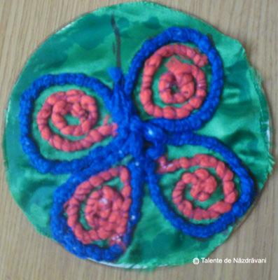 Decoratiuni cu sireturi cusute